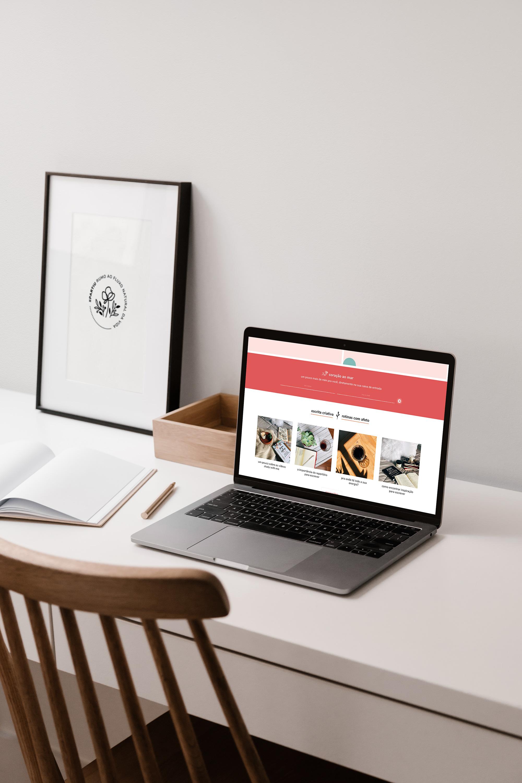Identidade Visual & Website Layout exclusivos para Desancorando - Design by Adrielly Sato